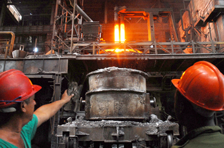 The Weakening Steel & Iron Industry Focuses On Cost Reduction And Divestitures – (X, VALE, AA, FCX)
