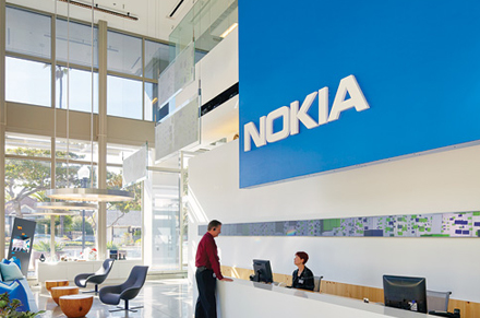 New Phone Release: Nokia Corporation (NYSE:NOK) And Motorola Impresses But Won't Affect Apple Inc (NASDAQ:AAPL)